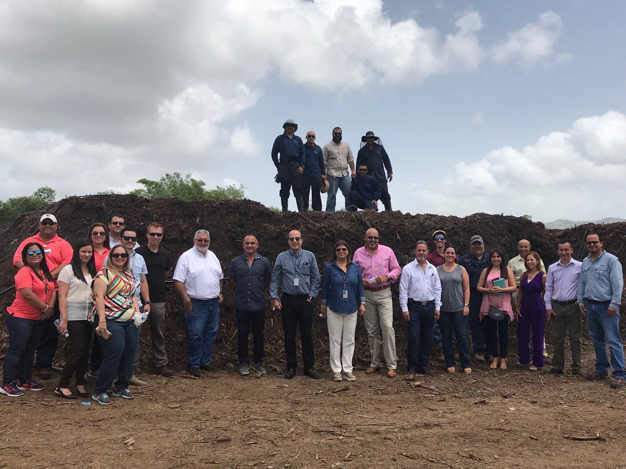 Participantes de la primera Casa Abierta en la Estación Experimental de Gurabo
